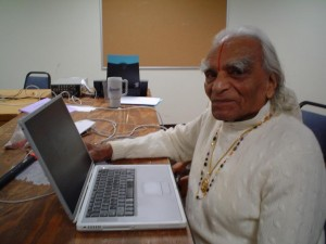 Mr+Iyengar+is+blogging+small+-773612